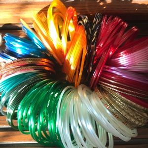 Set of over 200 bangles 🌈 colorful dressup